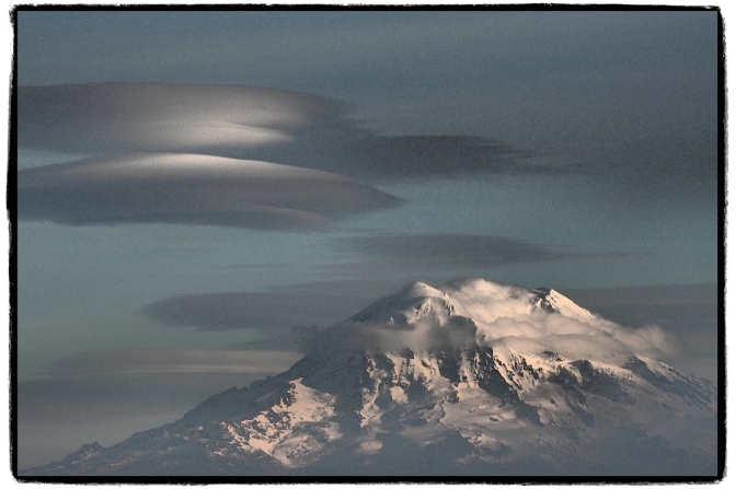 Shutterbugs were out in force yesterday for Mount Rainier's spectacular spectacle. This photo was shared by neighbor Richard Hildahl.