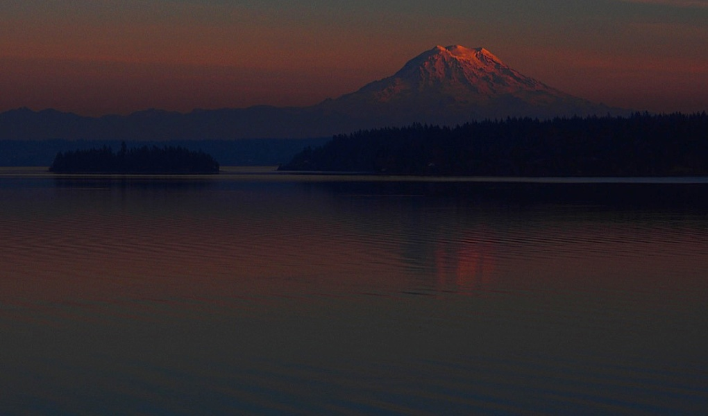 The sky over Mount Rainier was simply sublime last night in this photo shared by Richard Hildahl from his perch on Filucy Bay.
